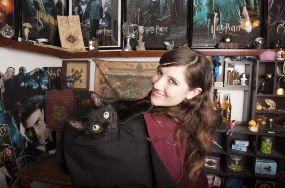 Katie Aiani och hennes katt.