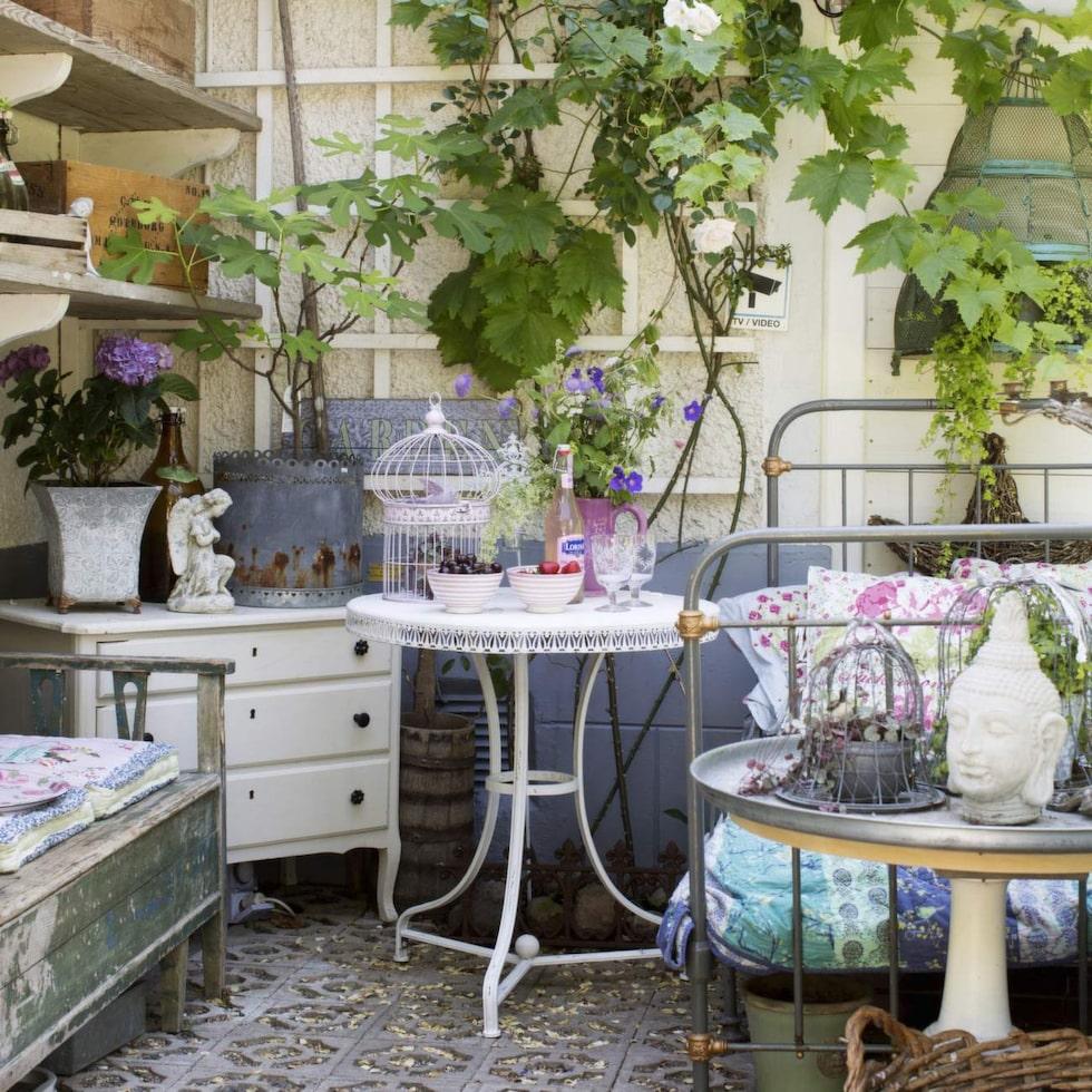 Växthuset byggdes av material från en nermonterad veranda.