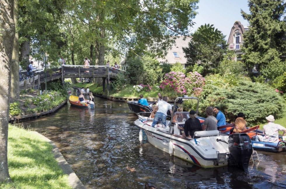 Giethoorn är ett av Nederländernas större turistmål och tar årligen emot 200 000 turister bara från Kina.