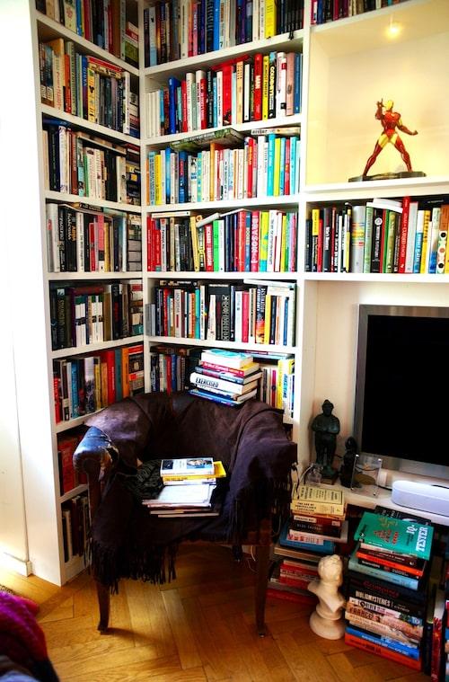 """""""Jag älskar att sitta i vardagsrummet och titta på alla böcker. Då känner jag mig lugn och tillfreds."""""""