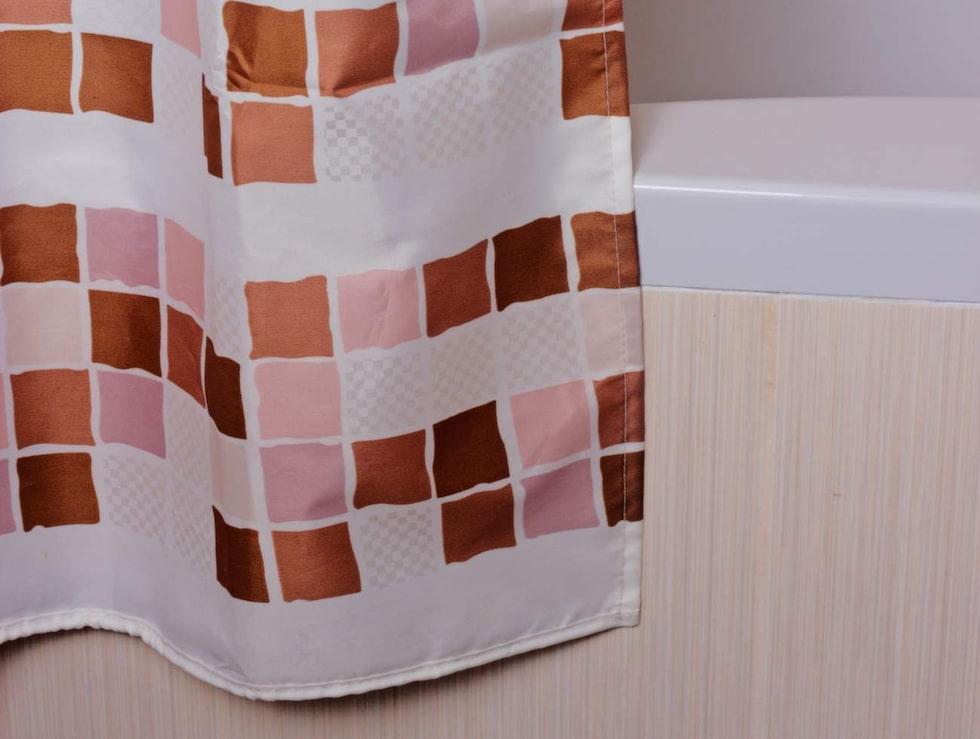 Förhindra att duschdraperiet blir ofräscht – med barnolja.