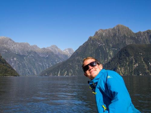 Senast avverkade han en resa med familjen runt i Nya Zeeland.