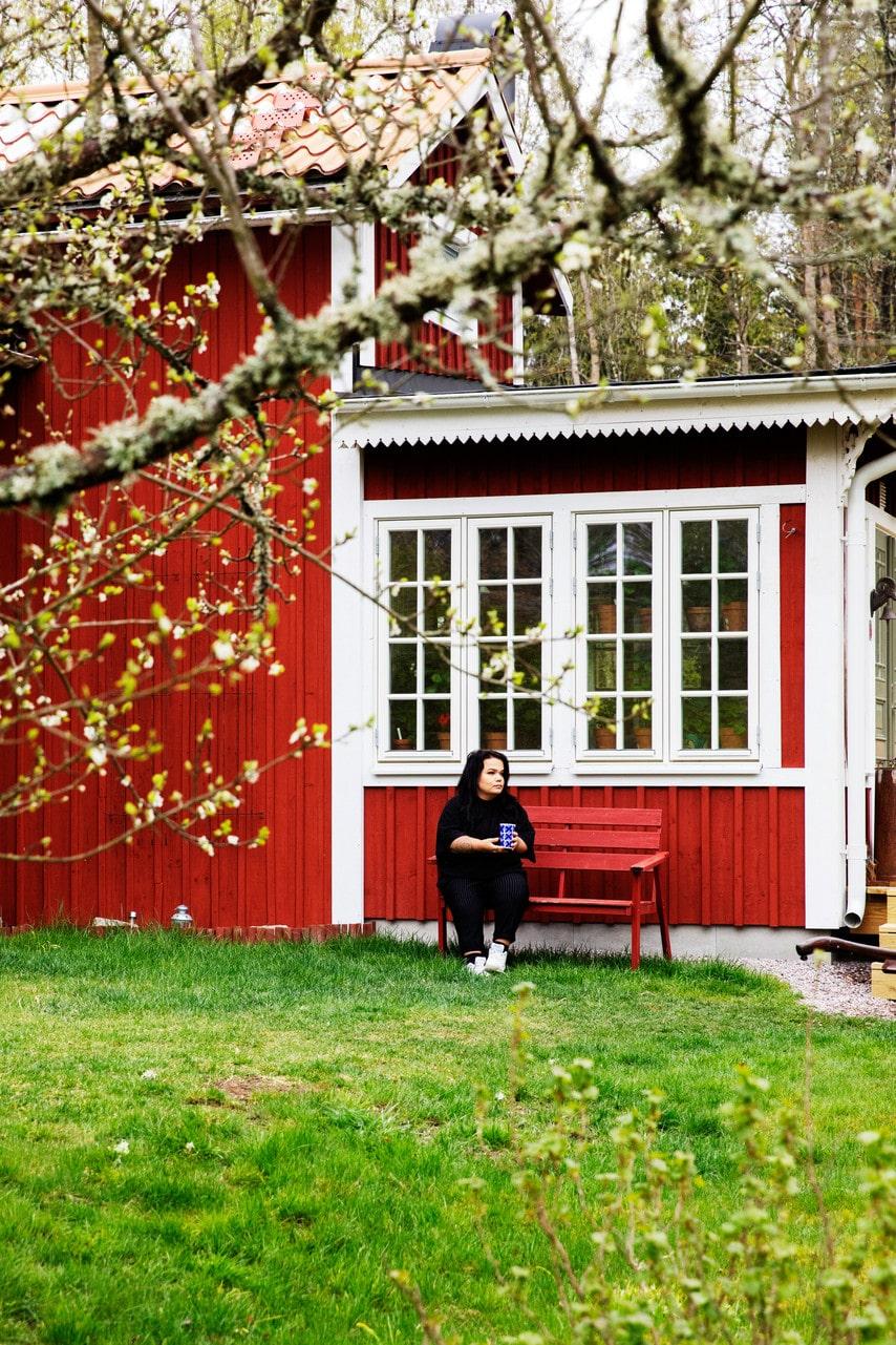 Glasverandan har paret byggt, något som Linnea alltid har drömt om.