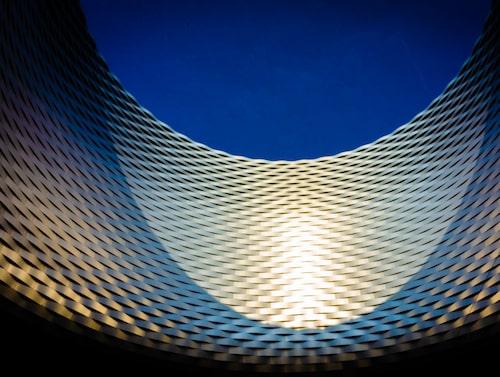 "Art Basels aluminiumfasad med ""Window to the heavens"" av Herzog & de Meuron."
