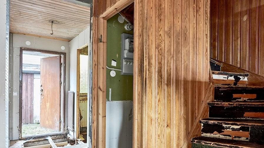 """""""Stommen är bra och det är ett smart litet hus så för den som inte är rädd för att arbeta är det ett jättebra köp"""", säger mäklaren."""