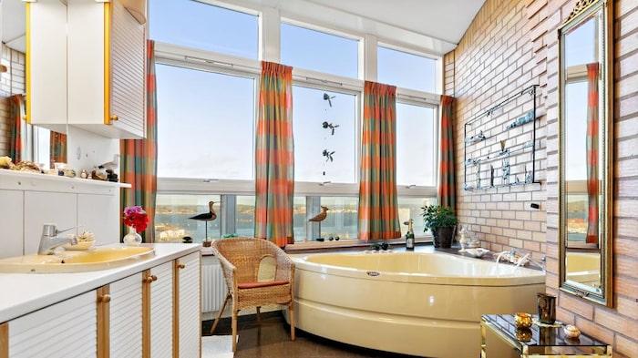Utsikt från badrummet är ju inte heller fy skam...