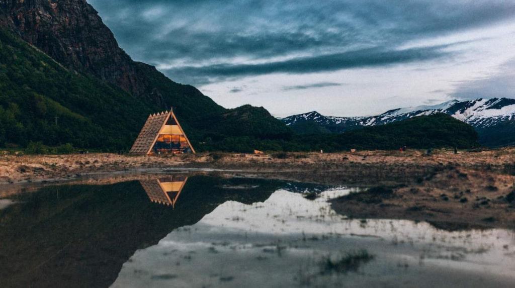 """<p>Världens största bastu har öppnat vid polcirkeln.<br>Och möjligen också världens vackraste.</p><p><em>Salt Sauna, Bodö, Norge, (c) Martin Losvik, <a target=""""_blank"""" href=""""http://www.salted.no/"""">salted.no</a></em></p>"""