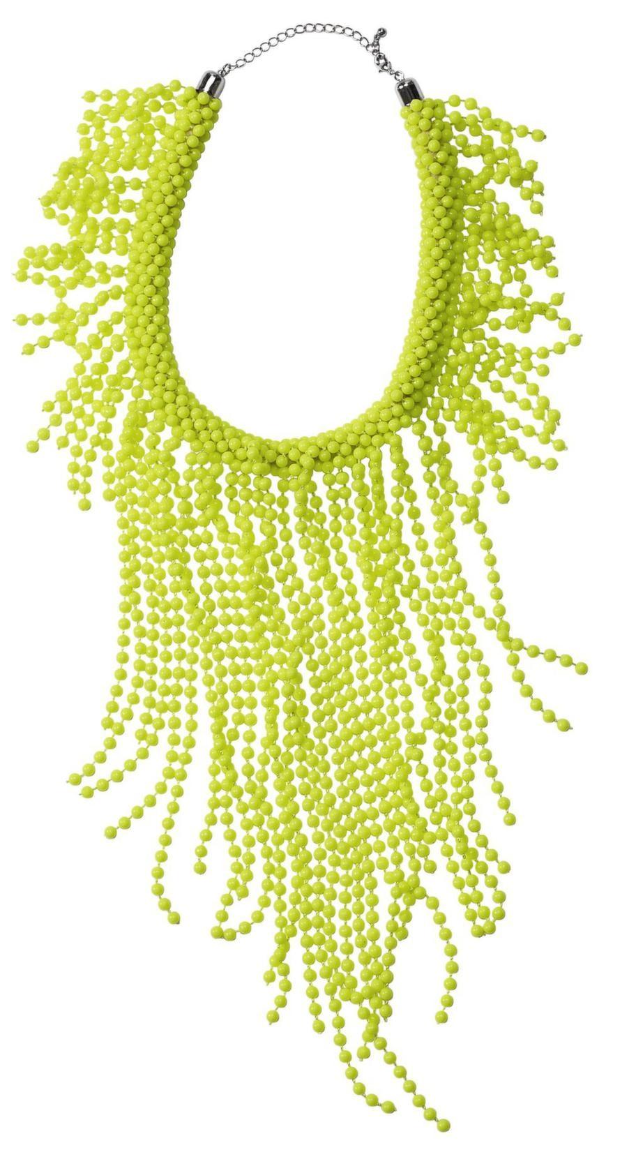 Med ett stort halsband stjäl du uppmärksamhet från höfterna. Det här snygga kommer från H&M och kostar 299 kronor.