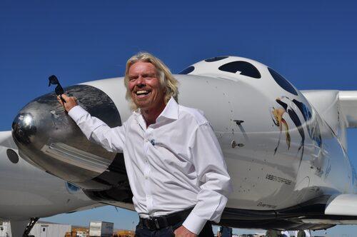 Richard Branson har ett eget flygbolag.
