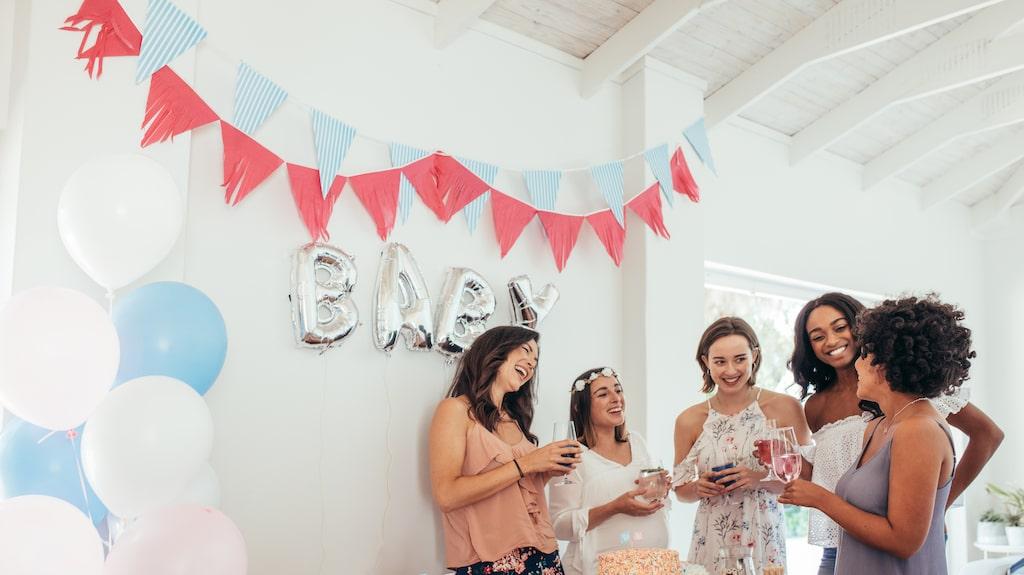 En babyshower är oftast en överraskningsfest för en blivande mamma. Vänner och kanske familj uppvaktar den blivande mamman med fika, presenter och kanske lekar.