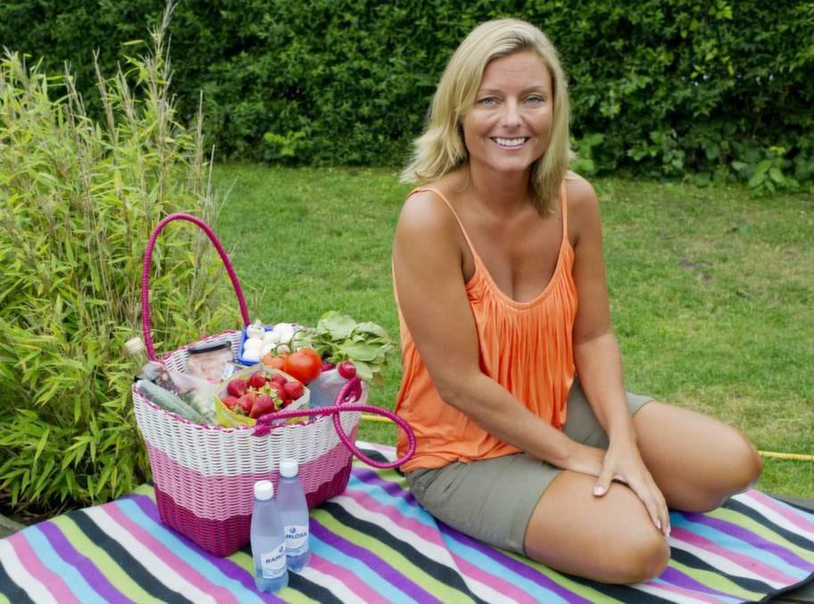 """Gick ner 5 kilo. Pia Mollin har alltid varit intresserad av kost och dieter. Sedan i juni har hon använt metoden fem-två-dieten. """"Jag har redan gått ner fem kilo"""", säger hon."""