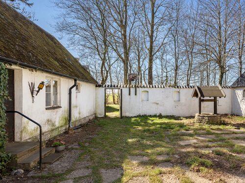 Östergården på Österlen tros vara byggd omkring 1850-talet.