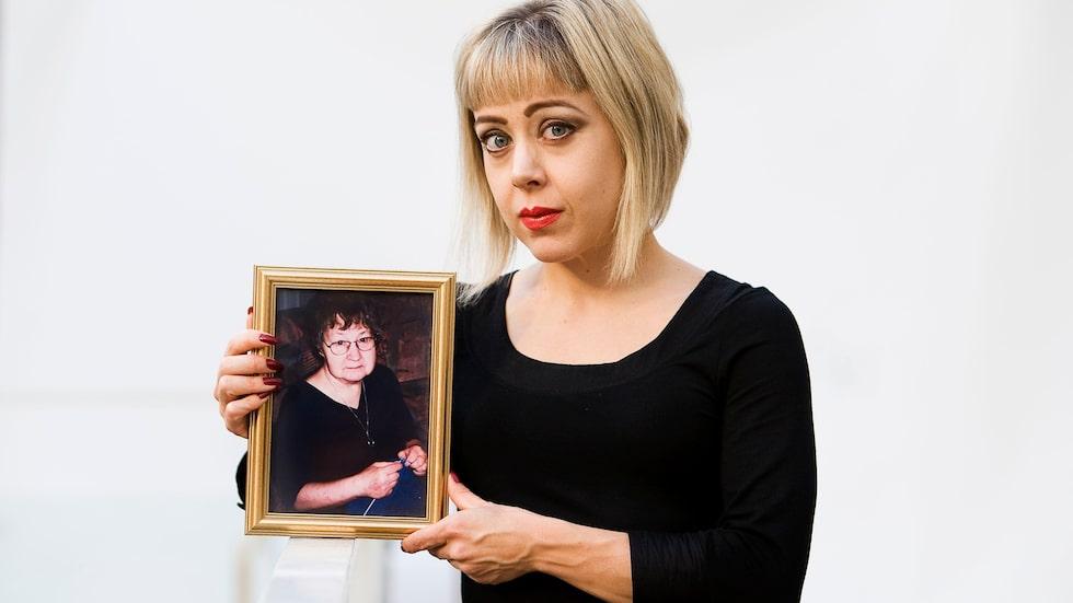 Anna Bäséns mamma Inga gick bort vid 71 års ålder efter att ha drabbats av en stroke.
