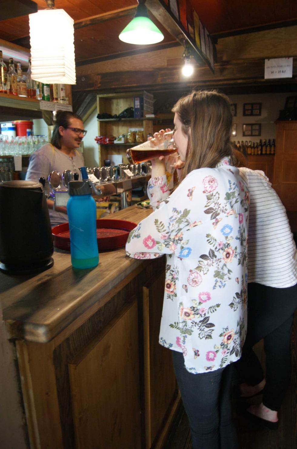 Zlý Casy är ett ölparadis i tre våningar och en uteservering med sammanlagt 48 olika öltappar samt en ölbutik.