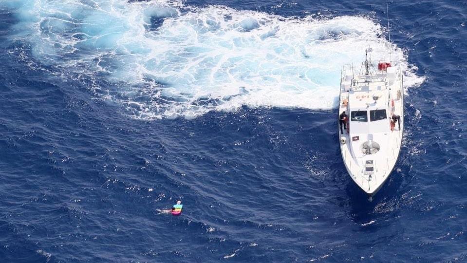 Kvinnan var 21 timmar till havs.