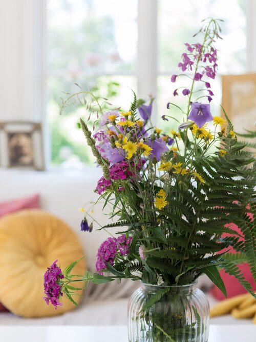 Jennie älskar att kunna plocka blommor i trädgården för att njuta av dem även inomhus.