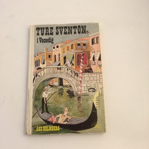 """TURE SVENTON. Åke Holmbergs böcker om privatdetektiven är alltid efterfrågade, framför allt i förstaupplagor. Här hans sista, mest svårfångade bok, """"Ture Sventon i Venedig"""" . Pris ca 600 kronor för ett fint exemplar."""