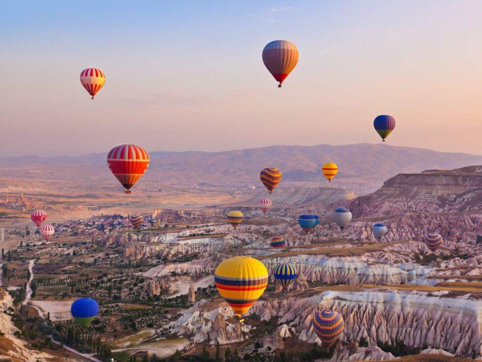 Upptäck Kappadokien från ovan i en luftballong.