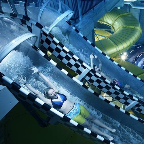 Till adrenalinkickarna hör vattenrutschbanor som Black River och tvillingrutschen Double Racer.