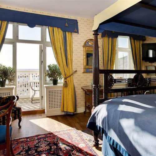 Den koloniala inredningen på Hotell Kullaberg är varm och familjär.