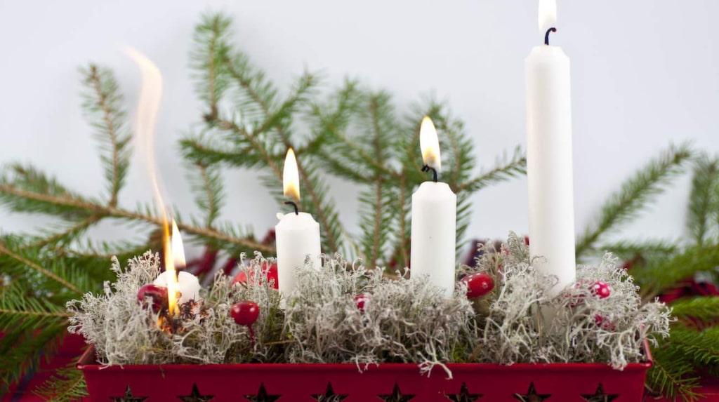 I december sker flest bränder i Sverige – troligen eftersom vi är så flitiga på att tända ljus. Men se till så att du säkrar ditt hem mot bränder –så mycket det är möjligt.