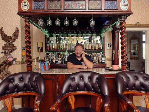 Även spriten i baren ingår i försäljningen.