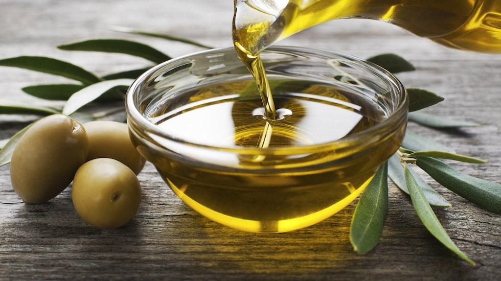 Några droppar olivolja kan däremot göra susen.