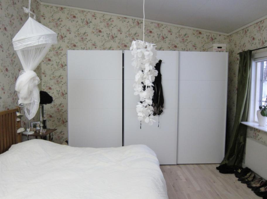 Före. Sovrummet före Mijas frafmart.