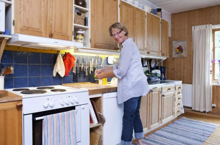 Favoritplatsen. Gudrun gillar att  laga mat. Och allt lagar hon från grunden. Köket är familjens  samlingsplats. Det är här man löser världsproblem, skrattar, läser  tidningen och spelar spel.