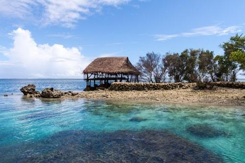 Traditionell bungalow på den mikronesiska ön Pohnpei.