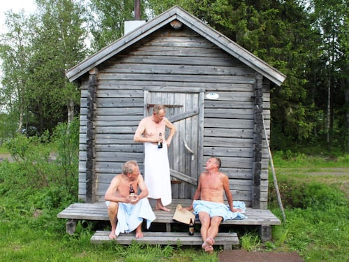 Att bada bastu är en norrbottnisk nationalaktivitet som utövas över hela landskapet, men särskilt målmedvetet i Tornedalen, där bastandet är en konstform.