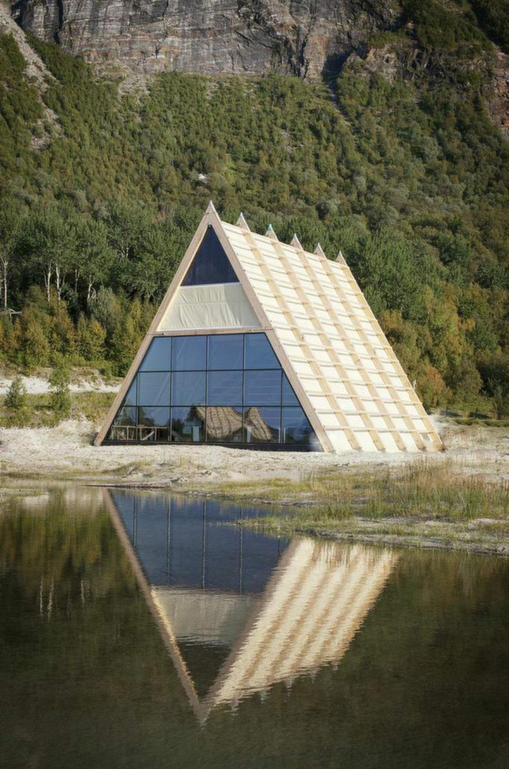 <p>Dramatisk natur på den lilla ön.</p><p><em>Salt Sauna, Bodö, Norge, (c) Marte Antonsen, salted.no</em></p>