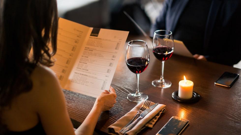 Många krogbesökare tror att om man beställer det näst billigaste vinet så får man något prisvärt
