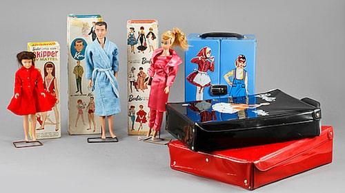 Barbie, Ken och Skipper. Dockor med tillbehör såldes för 2 200 kronor.