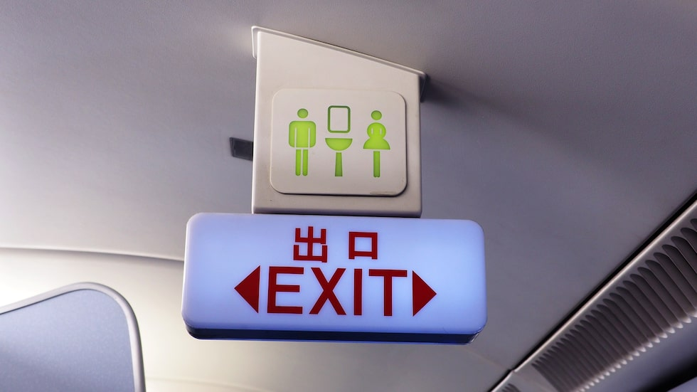 Mannen skulle flyga för första gången i sitt liv – och letade upp vad han trodde var toaletten.
