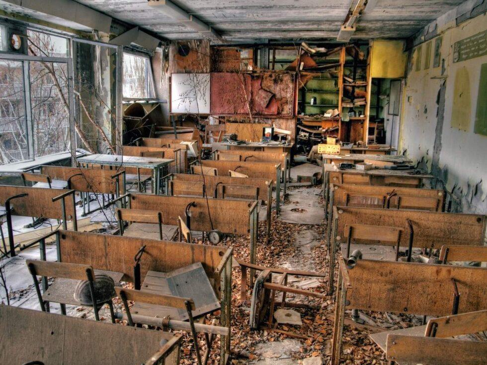 Pripyat. Böcker ligger kvar på skolbänkarna.