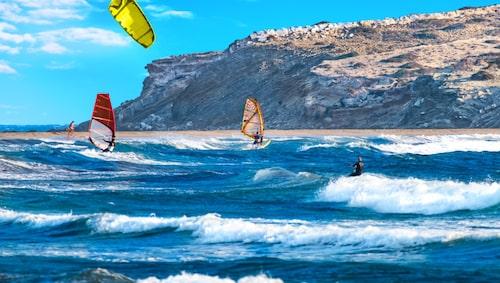 Prasonísi är ett mecka för vindsurfare.
