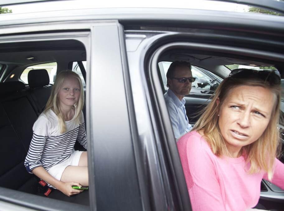 Annelie Broberg, 44, optikerassistent, Kalmar, med Amanda Fridolfsson, 10:- Lyssnar på radio. Men annars är det Iphone som gäller.