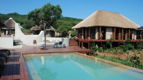 I tältlodgen Thanda Tented Lodge finns också en pool.