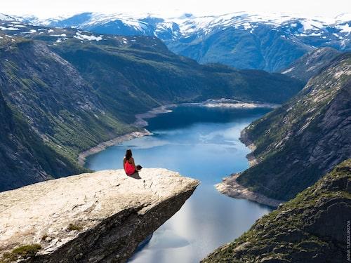Från Skjeggedalen tar det omkring 10 timmar att gå till Trolltungan.