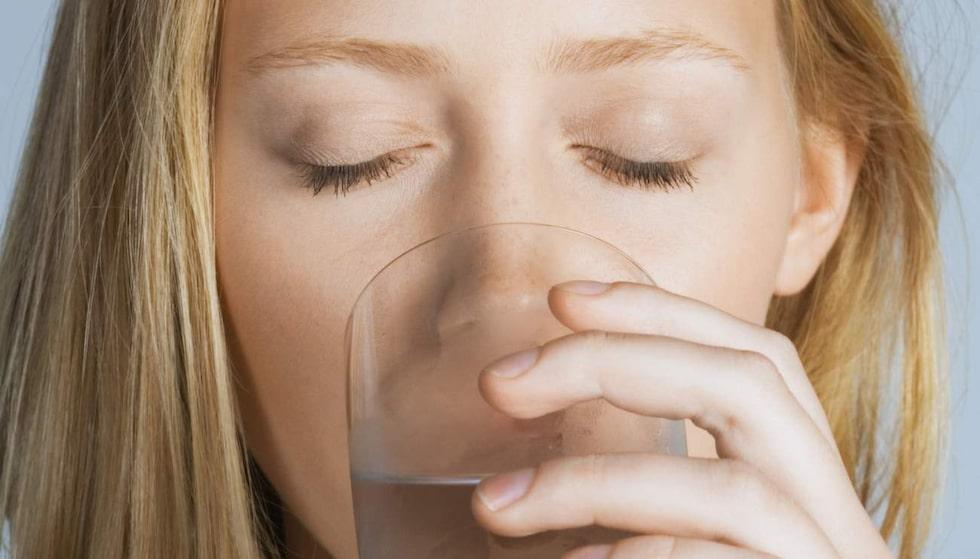 Även om vatten är det bästa du kan dricka så är många av vattnets egenskaper överdrivna.