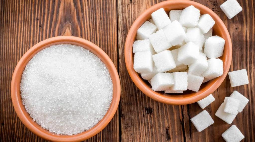 Många sätter i sig sötsaker när de är stressade, och nu kan forskare ha upptäckt anledningen.