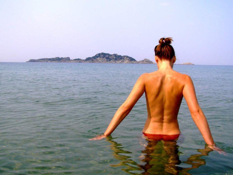 """Bare Necessities satsar på två stora nakenkryssningar på Medelhavet under namnet """"The Golden Horn Tour""""."""