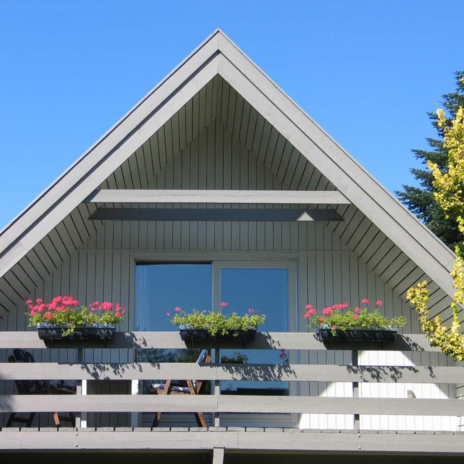 """1970-TALSVILLAN. En svår tid för byggbranschen. Alla talar om """"sjuka hus"""". Möglande husgrunder skapar stora problem. OBS! Villan på bilden är exempel på hus från tiden - inte exempel på skadade hus!"""