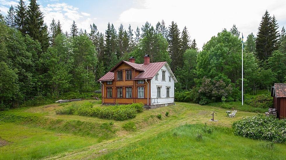 Det vackra huset är en gammal stinsbostad. Idag står villan tom.