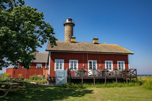 De gamla fyrvaktarhusen på Garpen har gjorts om till semesterboende.