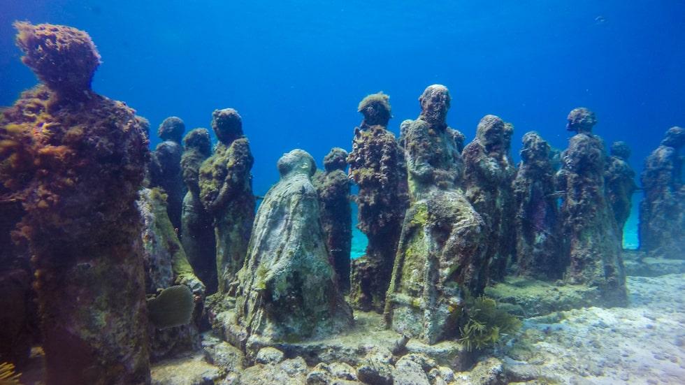 I Mexiko har en skulptör satt ut undervattenstatyer.