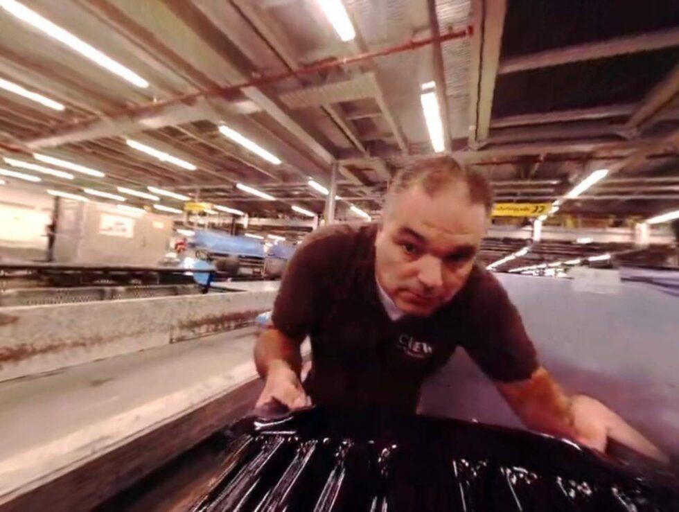 Genom att montera en kamera på en incheckad väska filmade flygplatspersonalen en genomsnittlig väskas färd mellan incheckning och flyg.