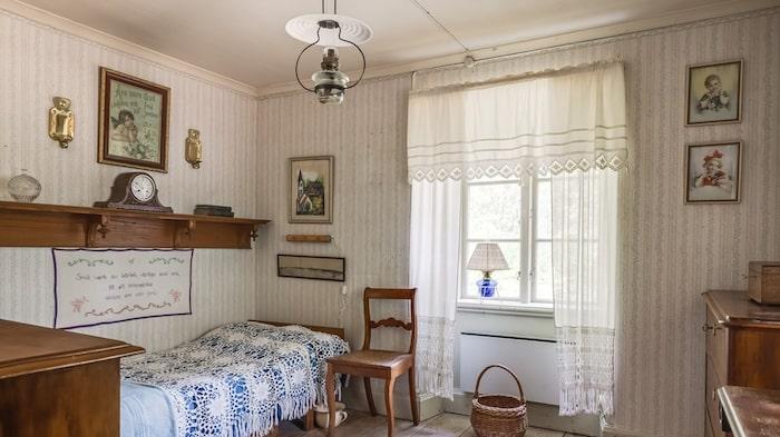 Ett av husets tre sovrum