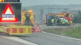 Stora trafikstörningar – cementbil har vält på E6